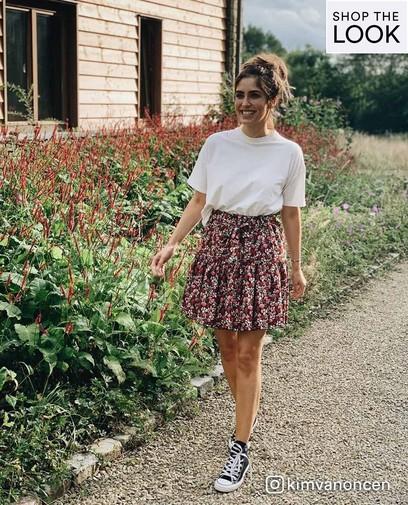 Une jupe à fleurs, c'est le top féminin